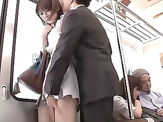 Sexy Japanese Girl a des relations sexuelles dans le train japanese   video