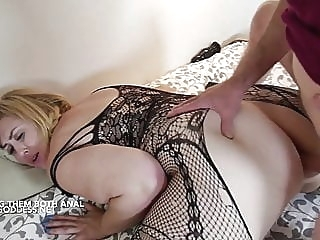 Lucky Art gives two hot BBWs Anal sex anal blonde bbw video