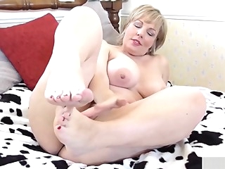 Babe with big boobs fingers her pussy masturbation big tits mature video