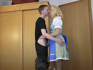 Dirndl-Mama vom 18hrigen besamt amateur german granny video