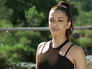 Aishwarya Rai From Dhoom 2 hd indian outdoor video