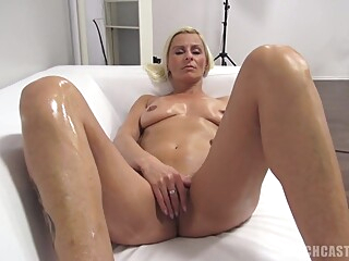 Blond With Nice Cunt At The Casting - Milf Video amateur blonde casting video