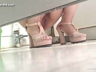 chinese girls go to toilet.124 amateur asian chinese video