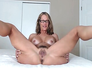 Jerk Off To Mummys Ass amateur big tits blonde video