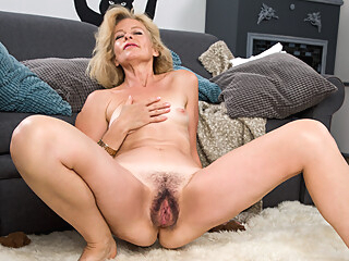 Diana Gold in Mature Beauty - Anilos anilos   video