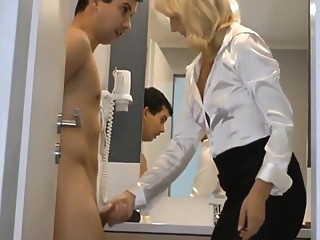 Jungspund fickt reife Blondine im Hotel durch amateur blond german video