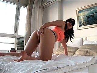 I Intensely Masturbate my Sweet Pussy amateur brunette hd video